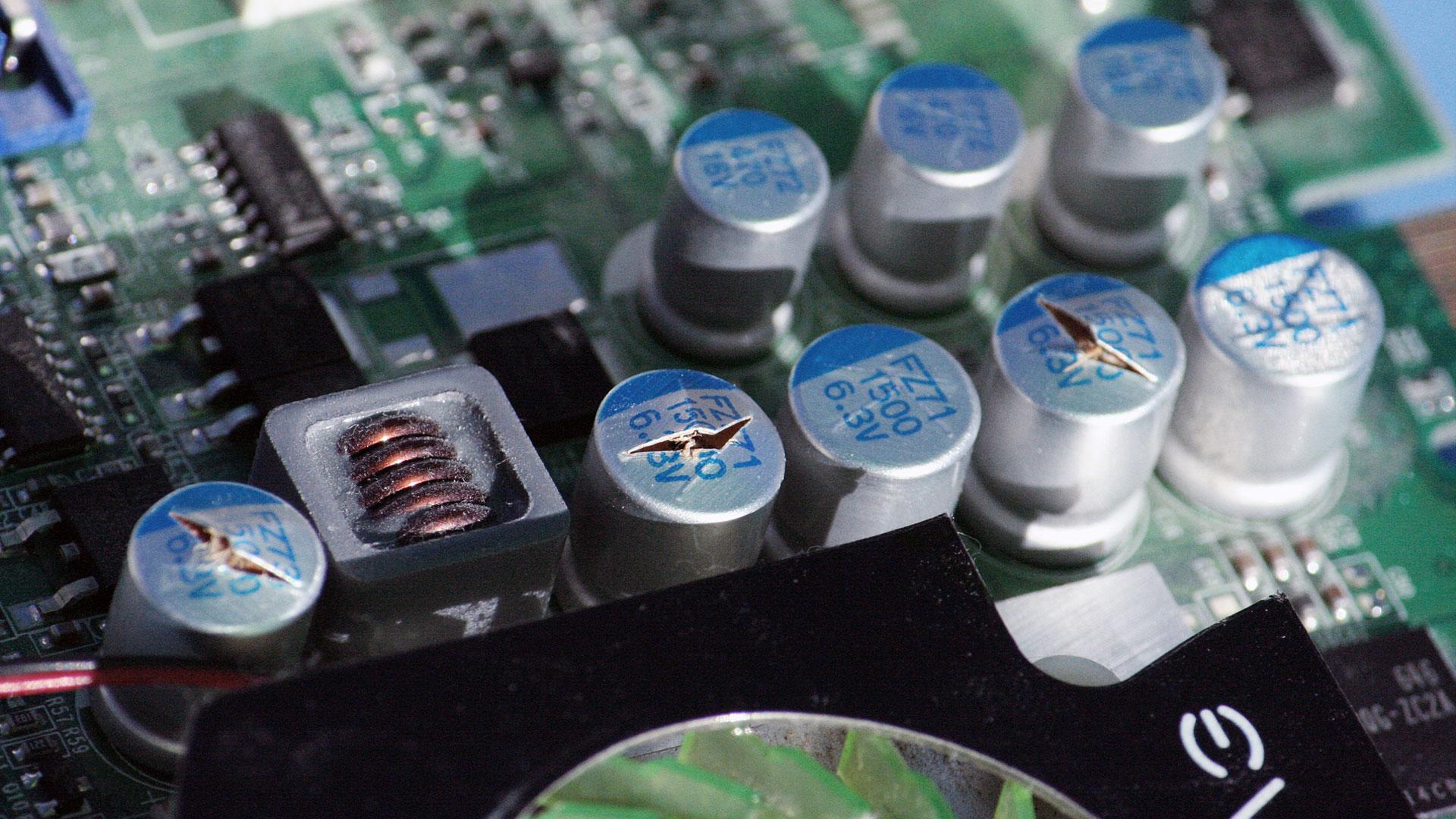evga_nvidia_blown_capacitors_1080.jpg