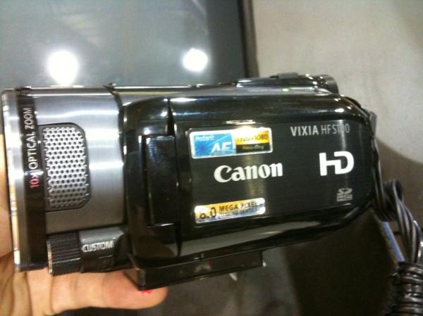 Canon Vixia HFS100